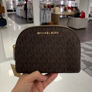 MICHAEL KORS JET SET TRAVEL LG  POUCH